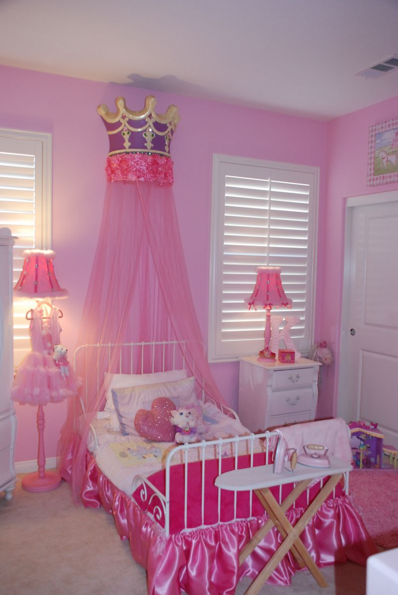 Pink paris studio katelynn 39 s pink pretty princess room for Princess themed bed